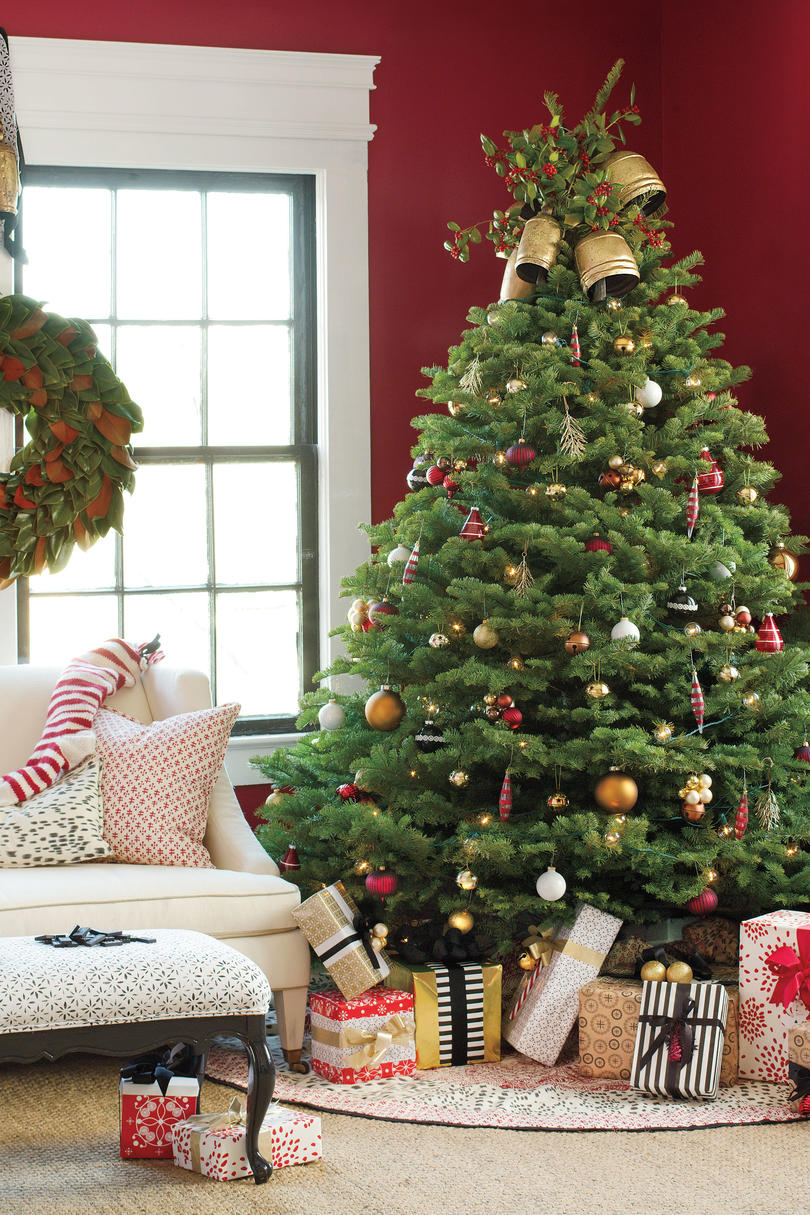 Colorful Christmas Tree Images.Get The Look Traditional Holiday Cheer