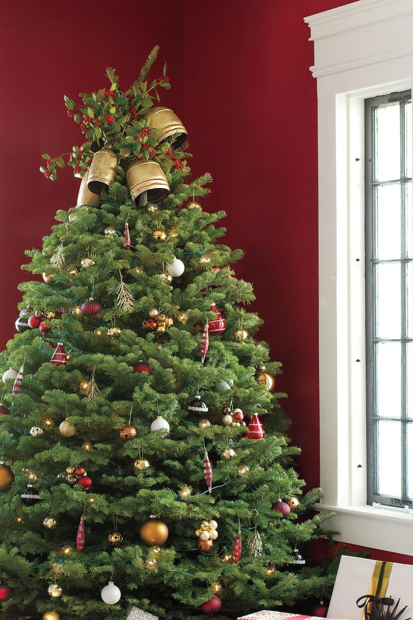 Traditional Christmas Tree.Get The Look Traditional Holiday Cheer