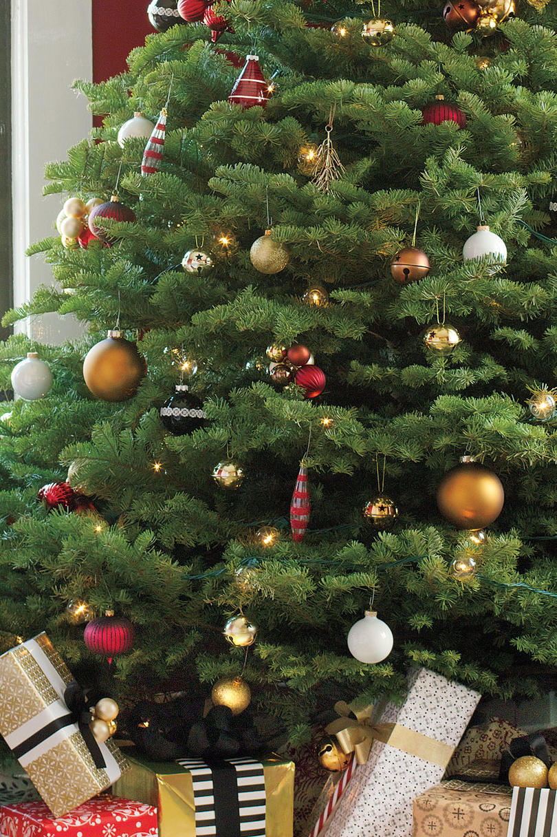 Get The Look: Traditional Christmas Tree - Southern Living