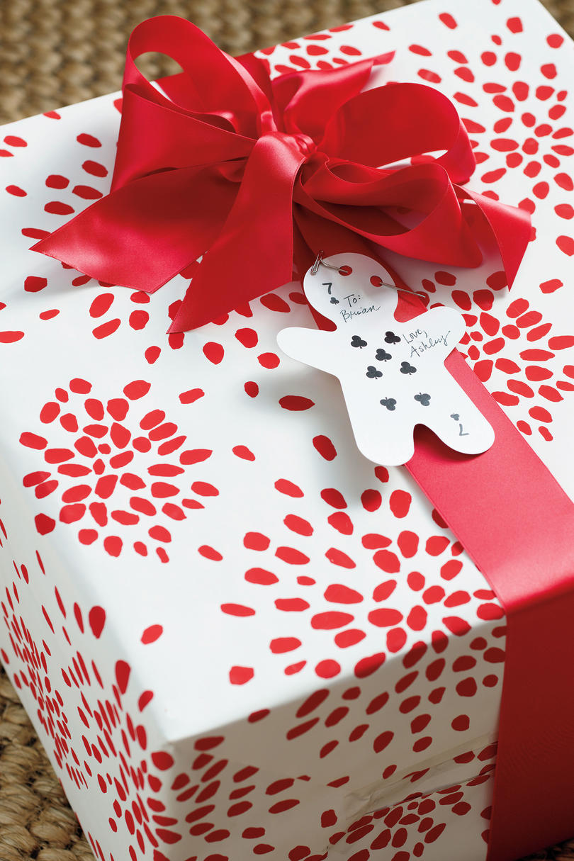 Graphic Christmas Gift Wrap