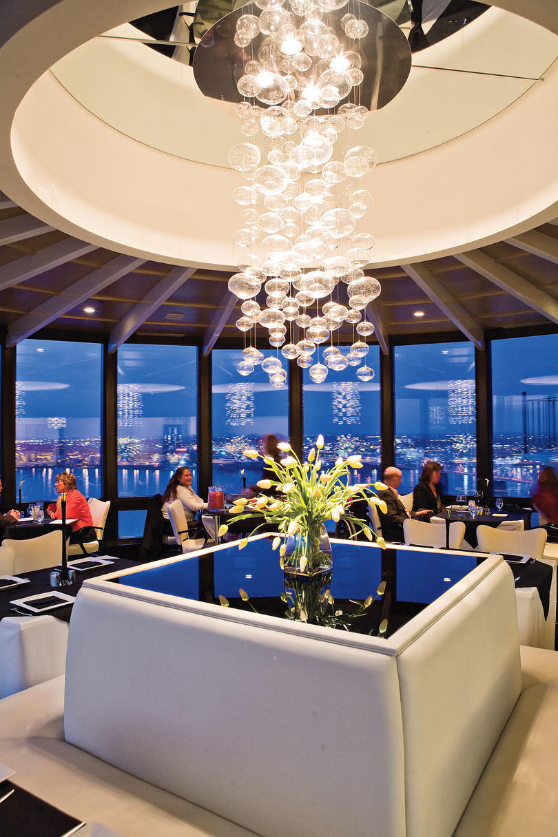 Restaurant with Chandelier on Ohio River