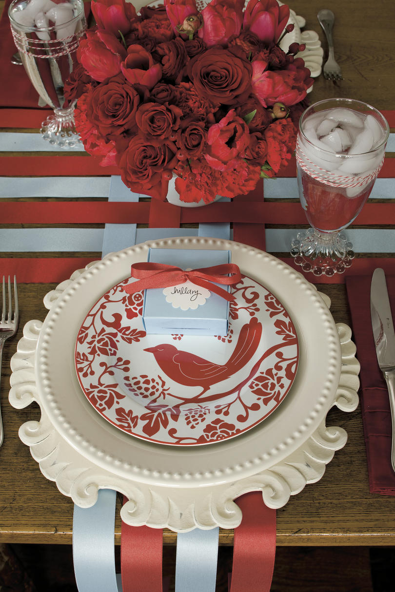 Our Favorite Christmas Table Settings - Southern Living