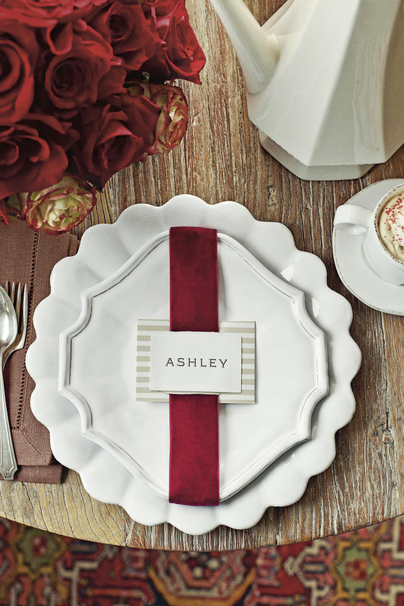 Christmas Table Setting Red Velvet