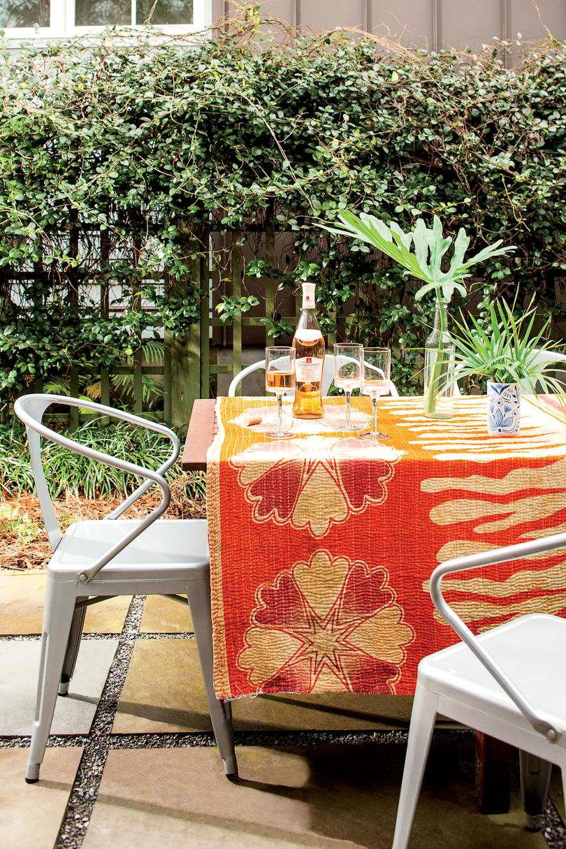 RX_1612_Best Before and Afters_Charleston Outdoor Dining with Metal Chairs