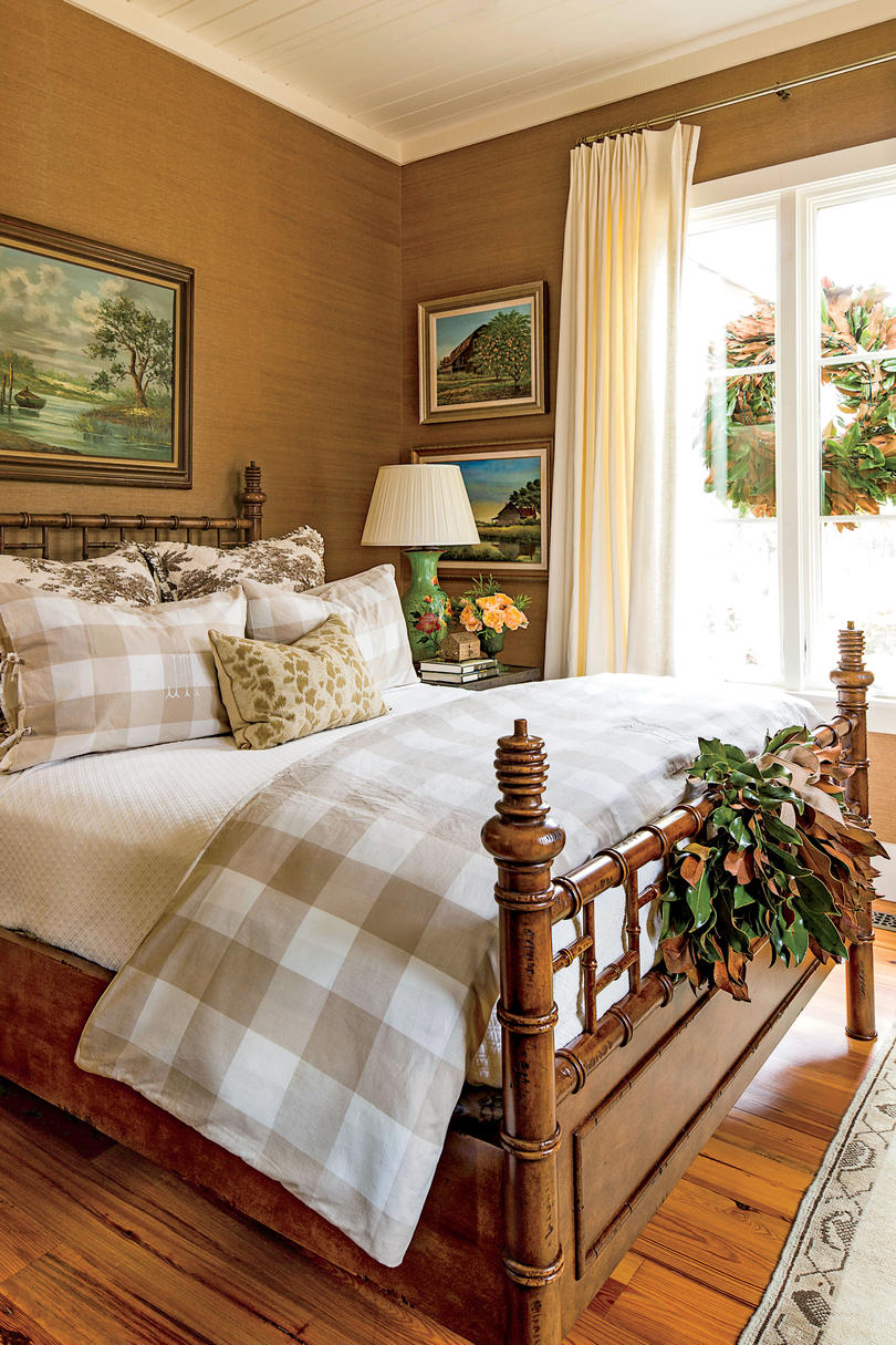 Bedrooms decorated for christmas southern living - Best christmas bedroom decoration ...