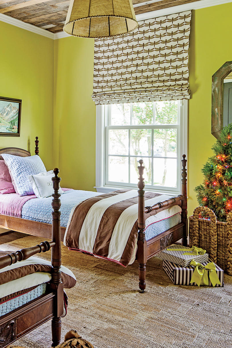 Bedrooms Decorated For Christmas Southern Living - Bedroom decorations for christmas