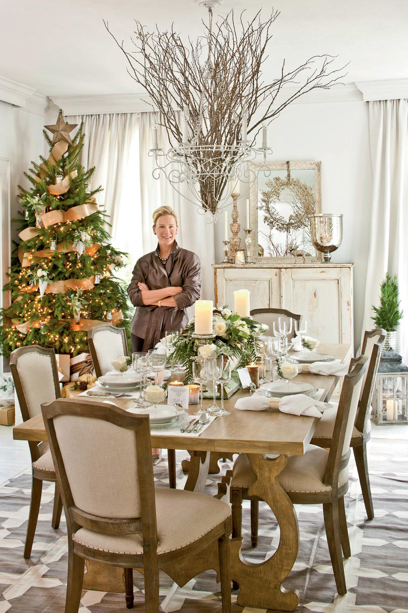 Christmas in the dining room southern living for Christmas decorating ideas for dining room table