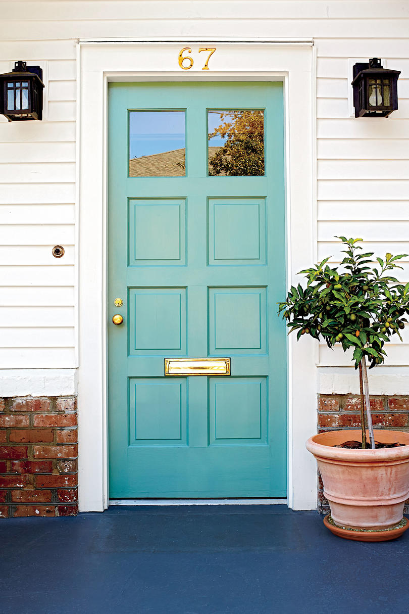 what to know before painting your front door bright green southern living. Black Bedroom Furniture Sets. Home Design Ideas
