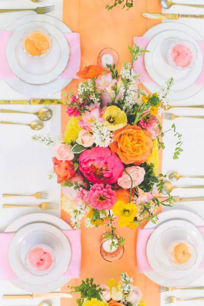 Bright Decor Wedding Tablescape