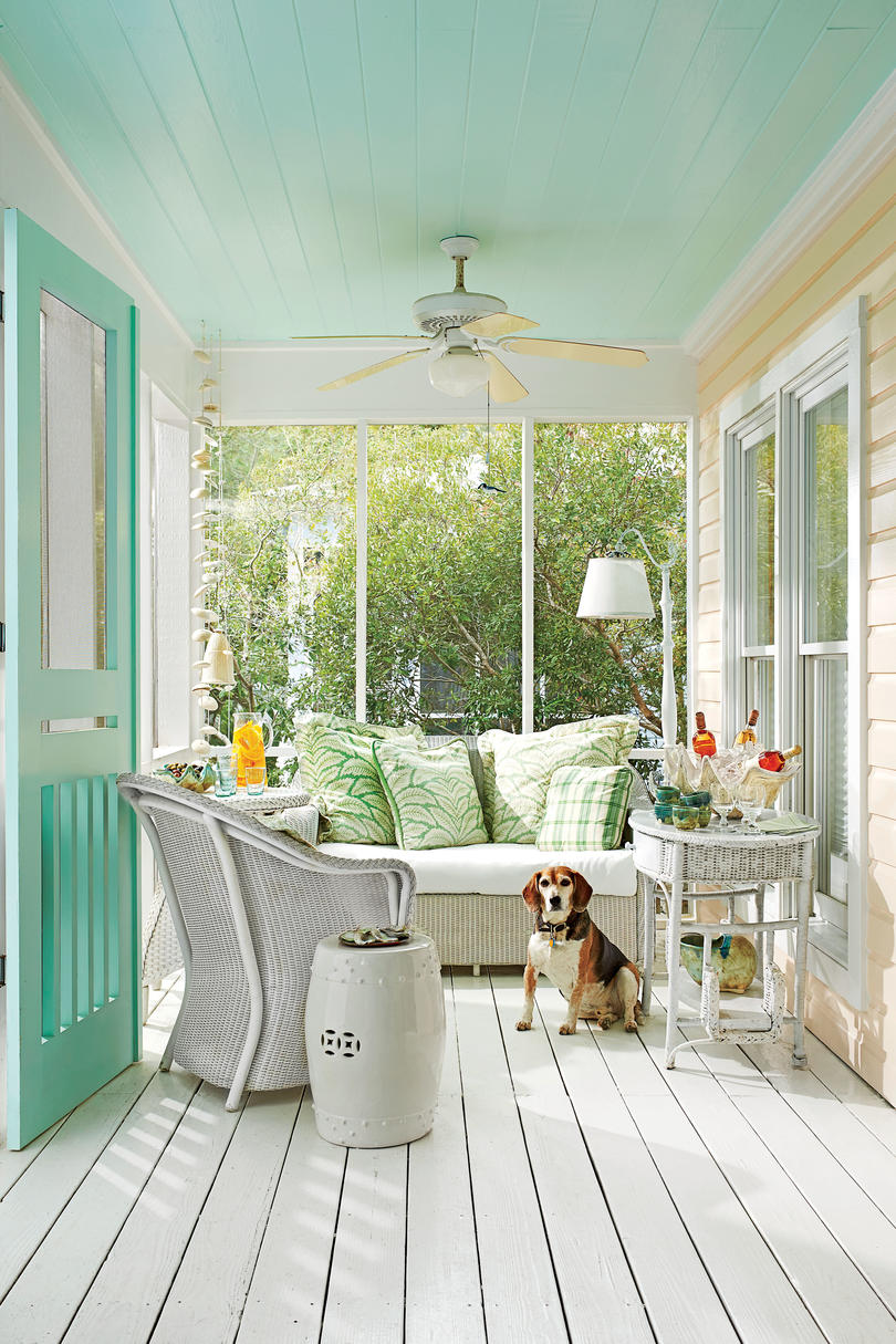 Tropical Screened-In Porch with Beage
