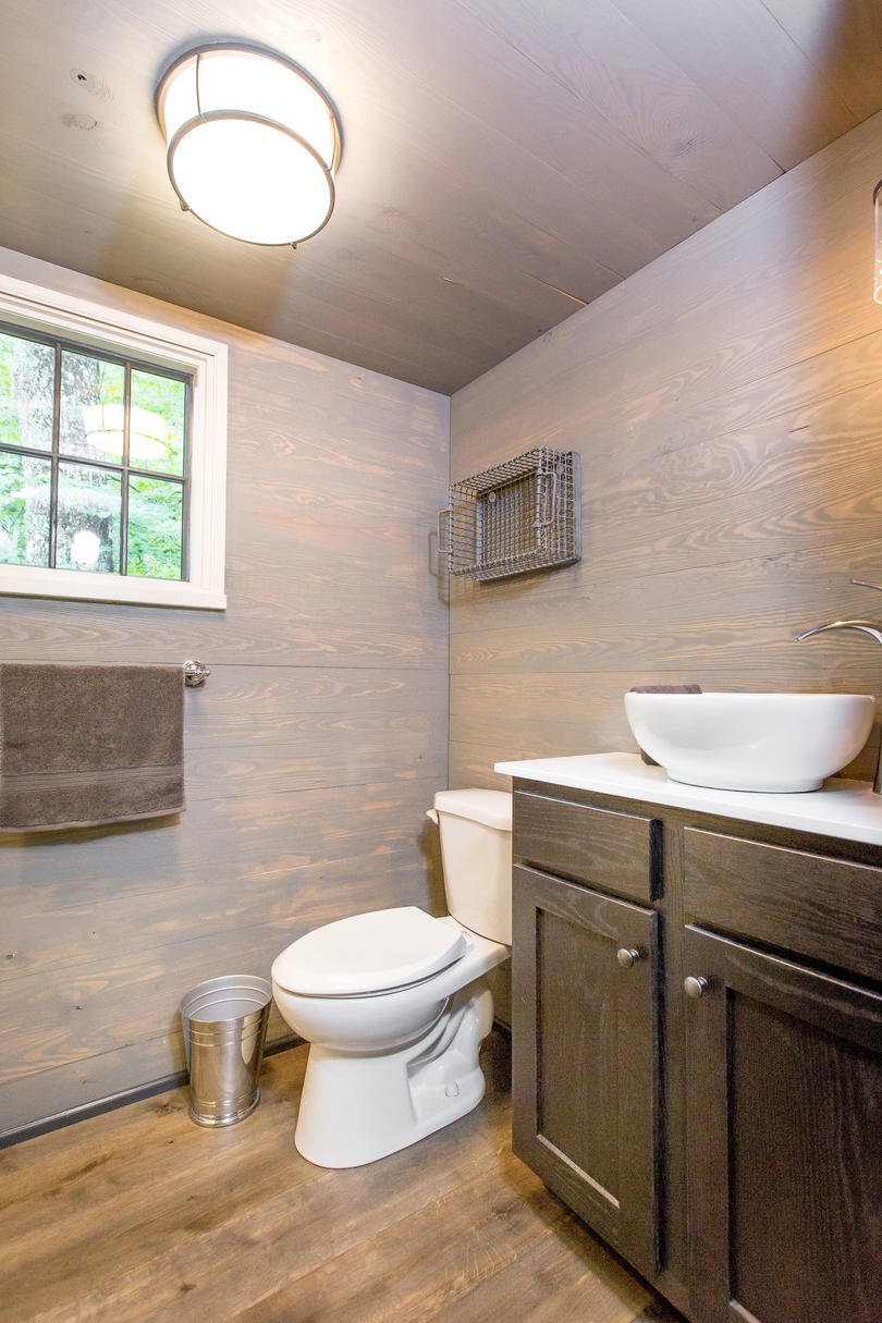 RX_1703_Tiny House_The Bath
