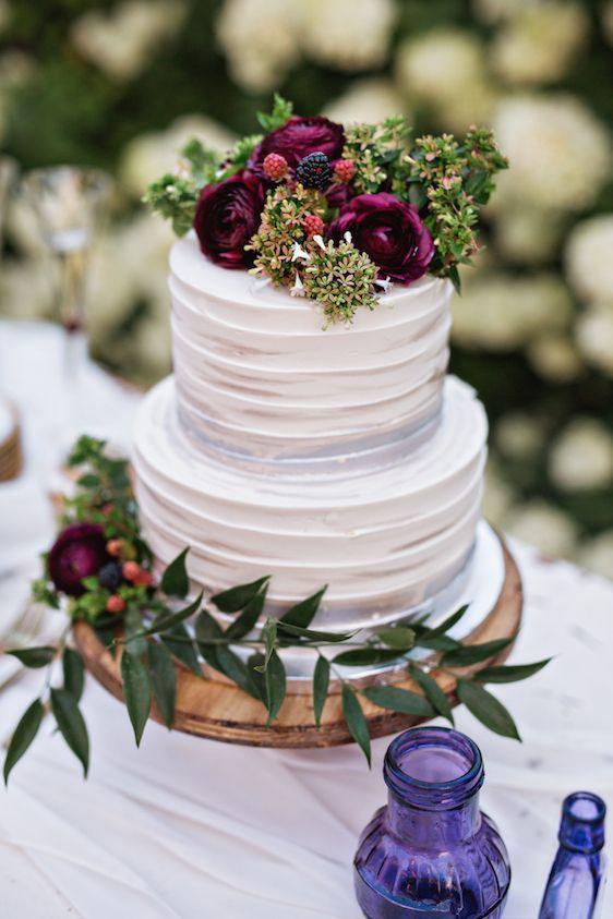 These fall wedding cake ideas with make you fall in love with fondant foliage