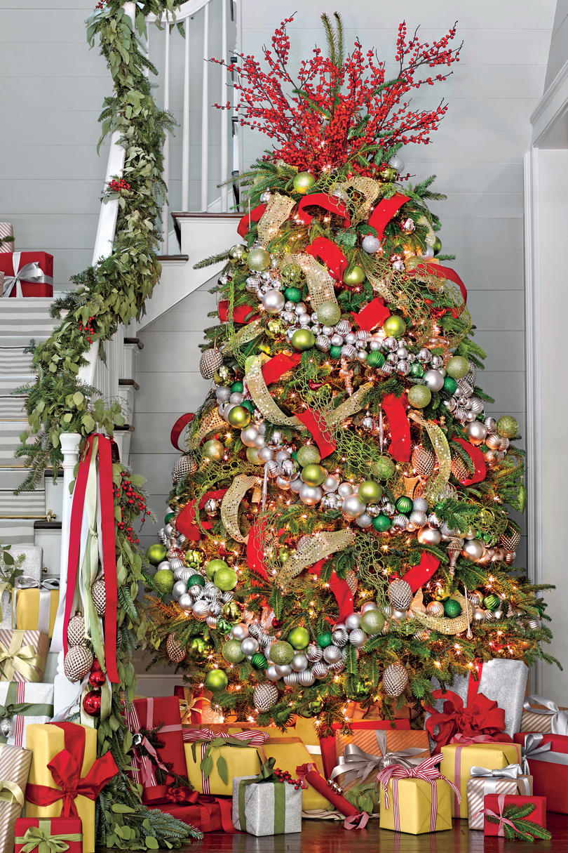 New ideas for christmas tree garland southern living Garland tree decoration