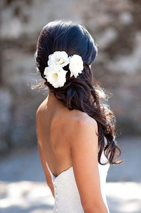 RX_1705_Summer Wedding Hairstyles_Stunning Side Style with a Floral Touch