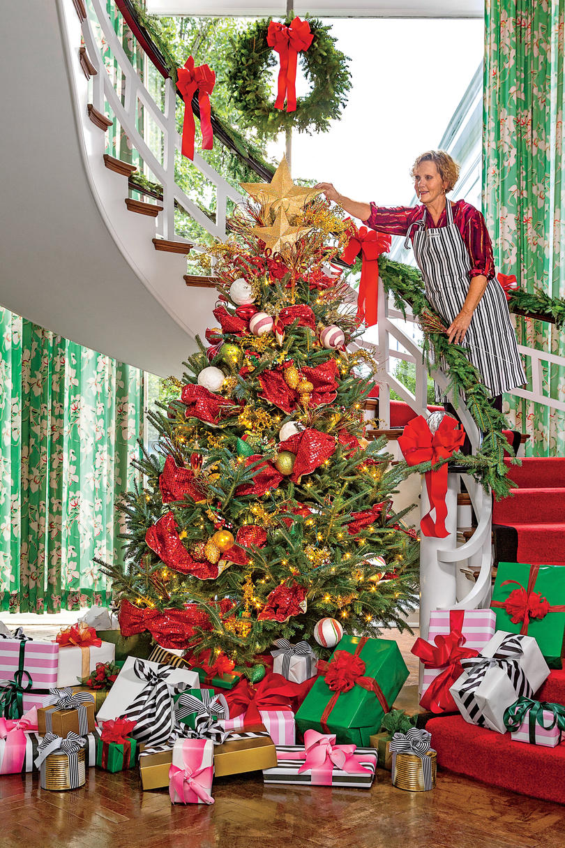 New Ideas for Christmas Tree Garland - Southern Living