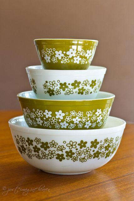 RX_1706_Vintage Kitchen Items You Need In Your Modern Kitchen_Pyrex Mixing Bowls