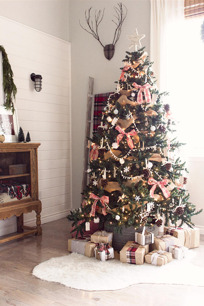christmas tree themes for any style rh southernliving com