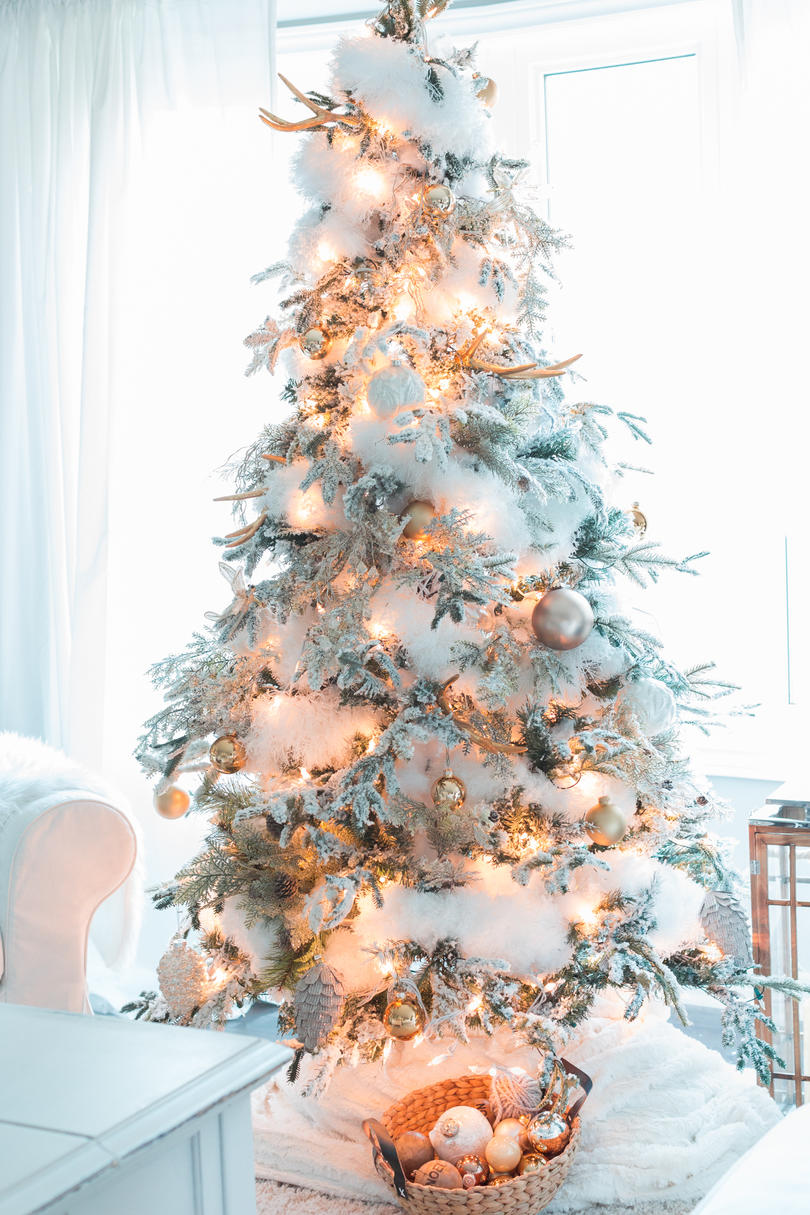 Christmas Tree Themes for Any Style - Southern Living