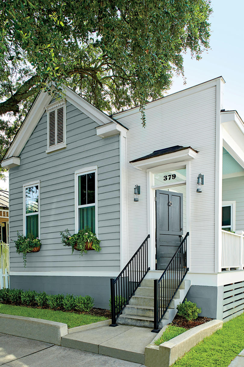 This 1930 39 s charleston cottage gets an incredible makeover for Before after exterior 1930