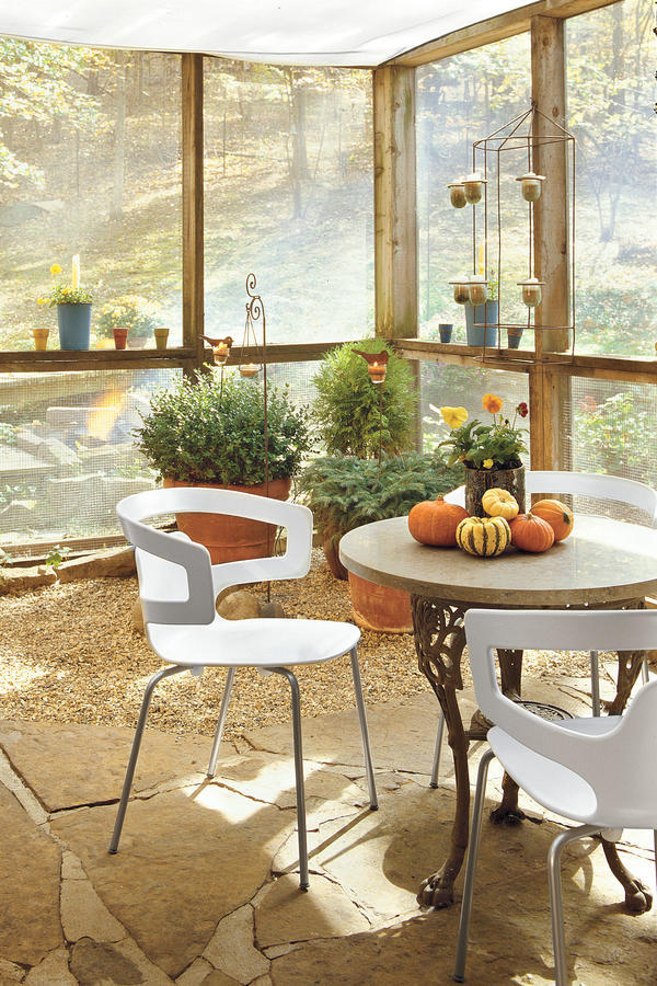 16 ways to spice up your porch d cor for fall southern living for White house fall garden tour 2017