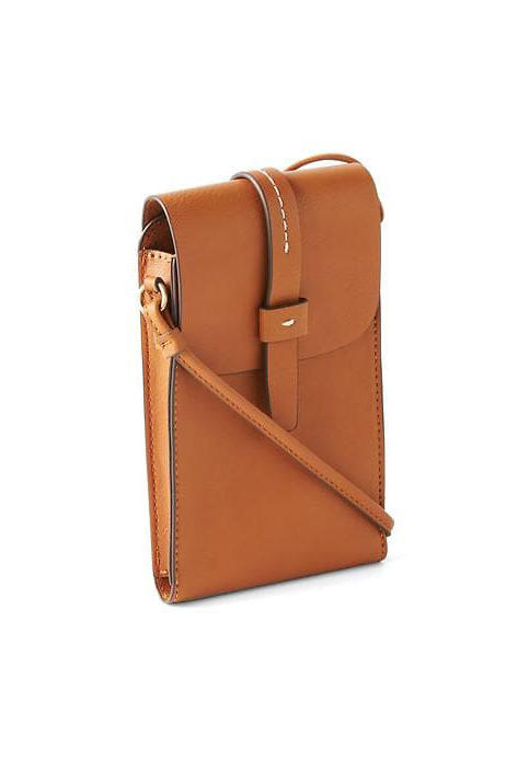 Add a little retro flair to your game day look with this groovy camel crossbody. The top snaps shut to keep your stadiummust-haves secure.