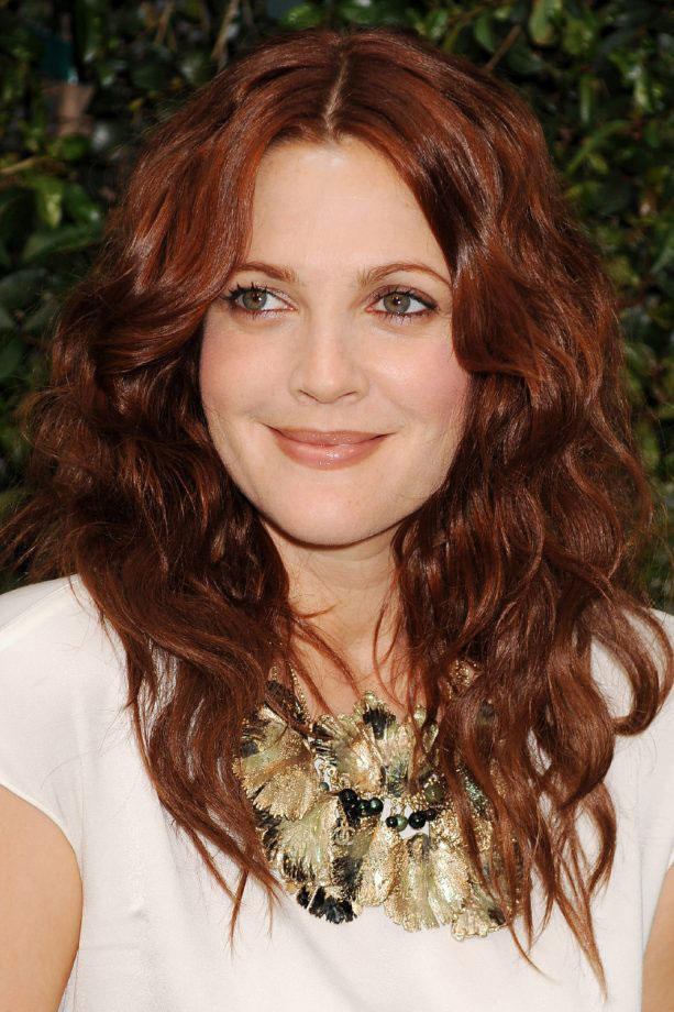 The Best Curly Hairstyles For Round Faces Southern Living - Hairstyles for round face and long hair