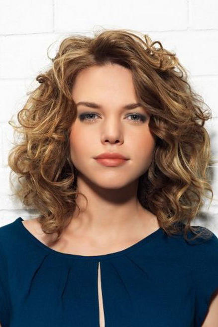 The Best Curly Hairstyles for Round Faces - Southern Living