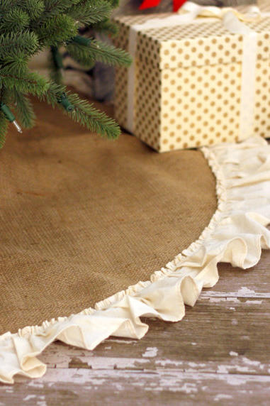 Burlap Tree Skirt With Ruffled Hem
