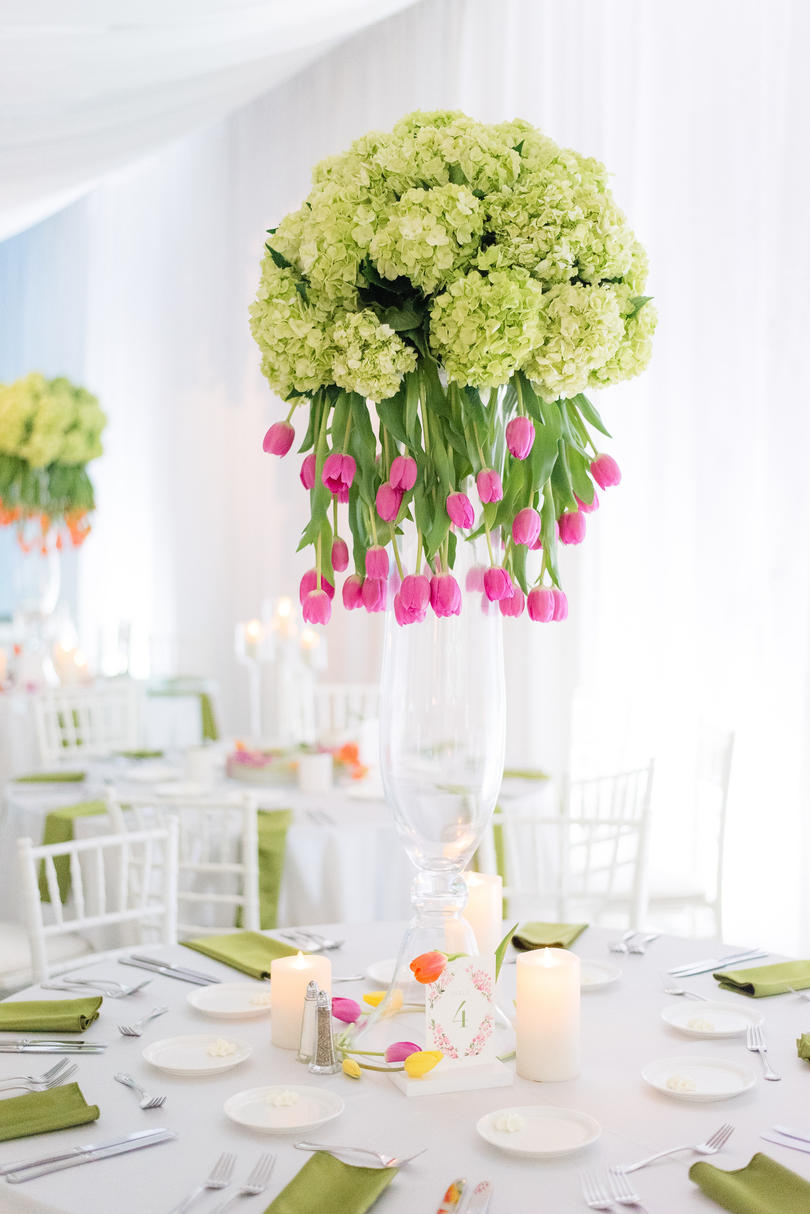 Florals Dazzle the Dinner Table