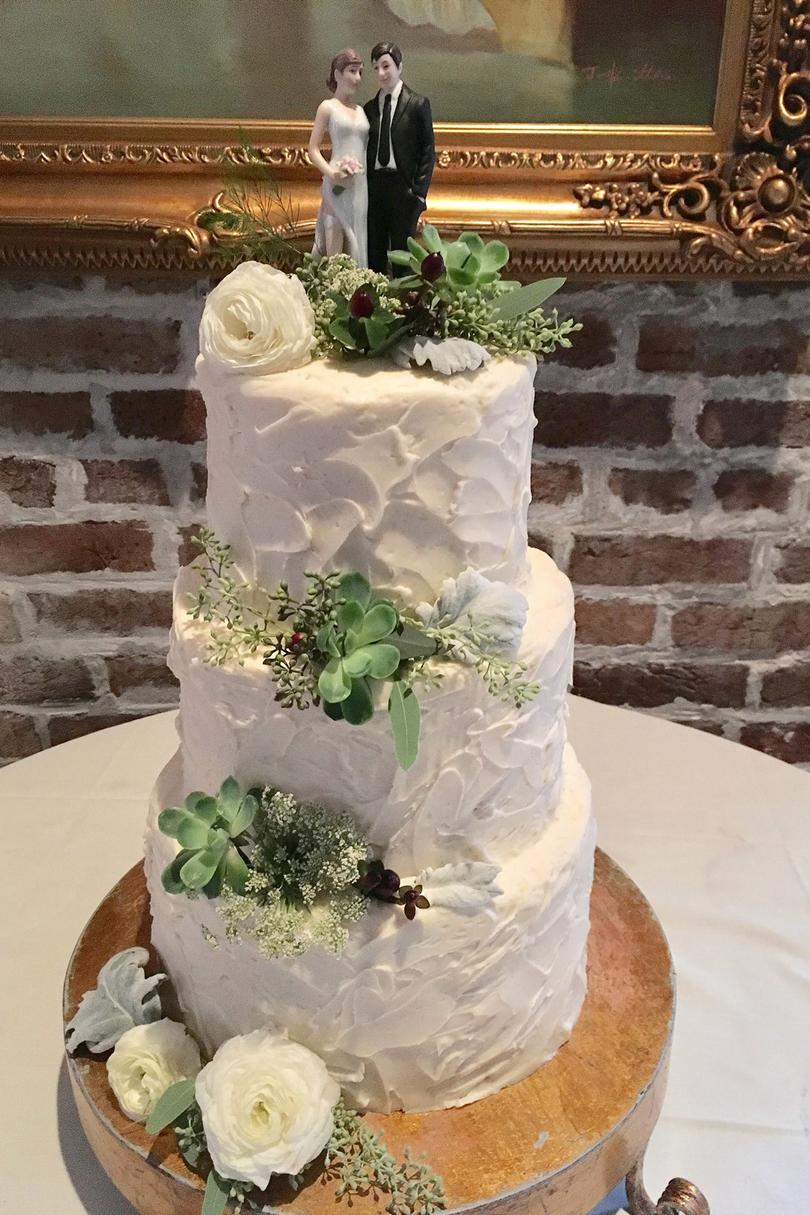 local wedding cakes reasons to consider a local wedding cake bakery southern 5571