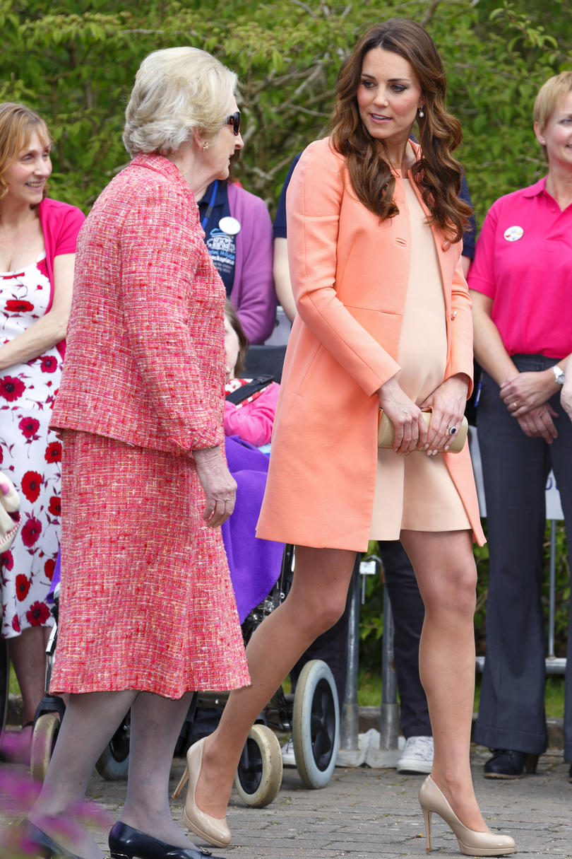 The best maternity moments of kate middleton southern living pretty in peach ombrellifo Gallery
