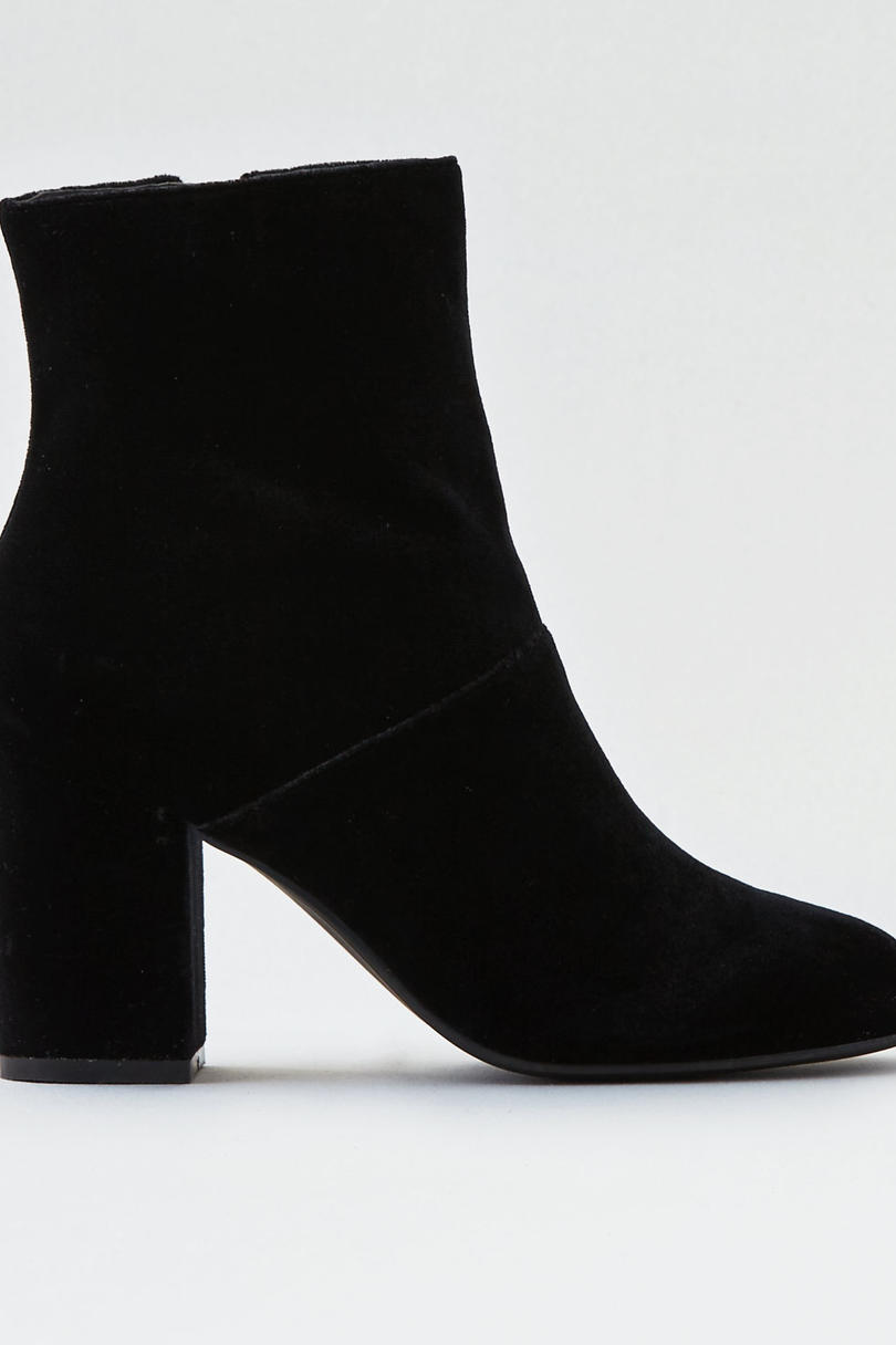 RX_1711 Velvet Pieces to Add to Your Closet This Winter_Velvet Heeled Booties