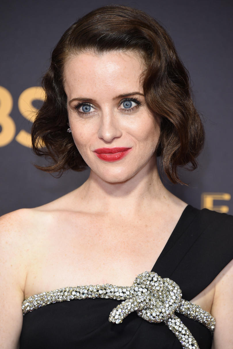 RX_1712_Cute Short Hairstyles 2017_Claire Foy's Old Hollywood Curls