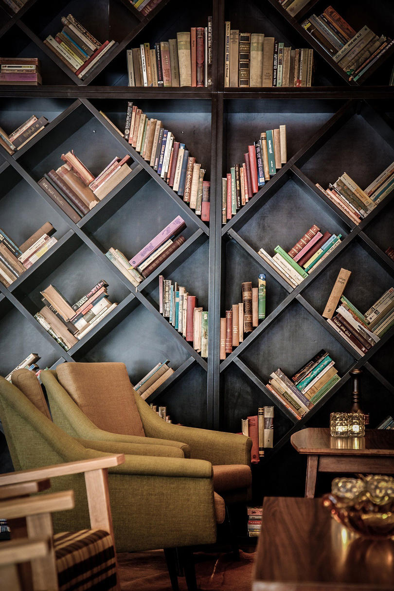 Bookshelves That Instantly Make You Feel Warm And Cozy