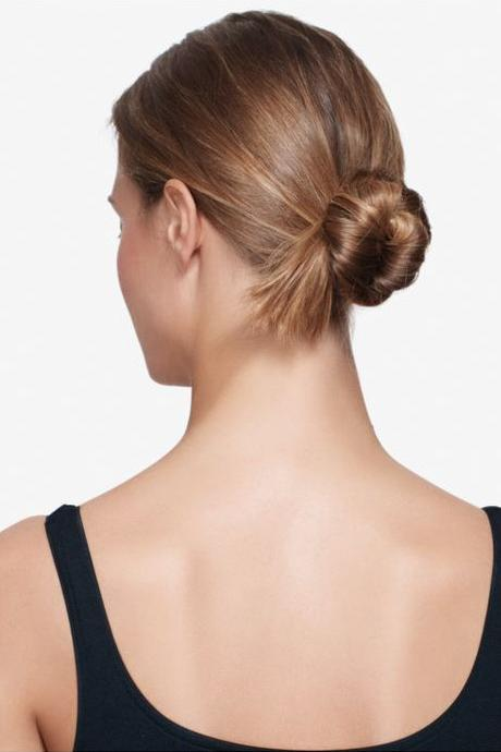 Low bun hairstyles southern living the cool knot solutioingenieria Choice Image