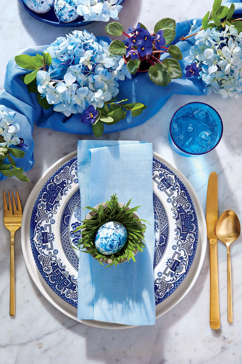 The Can\'t-Be-Beat Blue and White Table For a Classic Easter ...