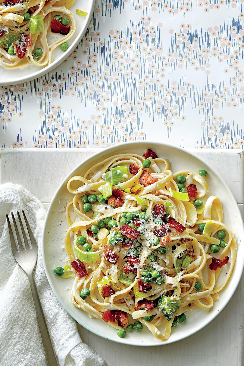 Fettuccine Alfredo with Leeks and Peas