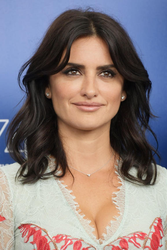 Penelope Cruz's Beachy Shoulder Length