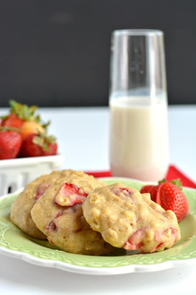 Healthy Strawberry Oatmeal Cookies