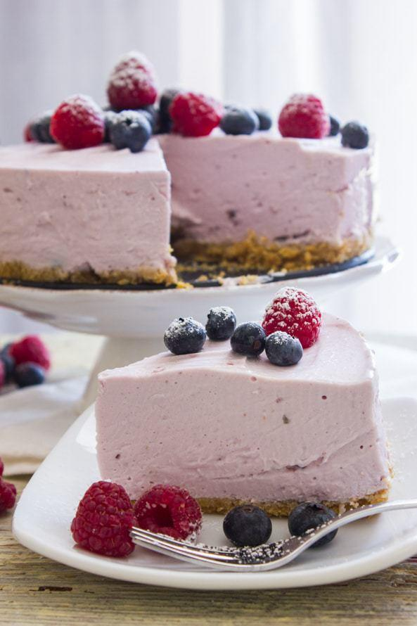 No-Bake Berry Greek Yogurt Pie