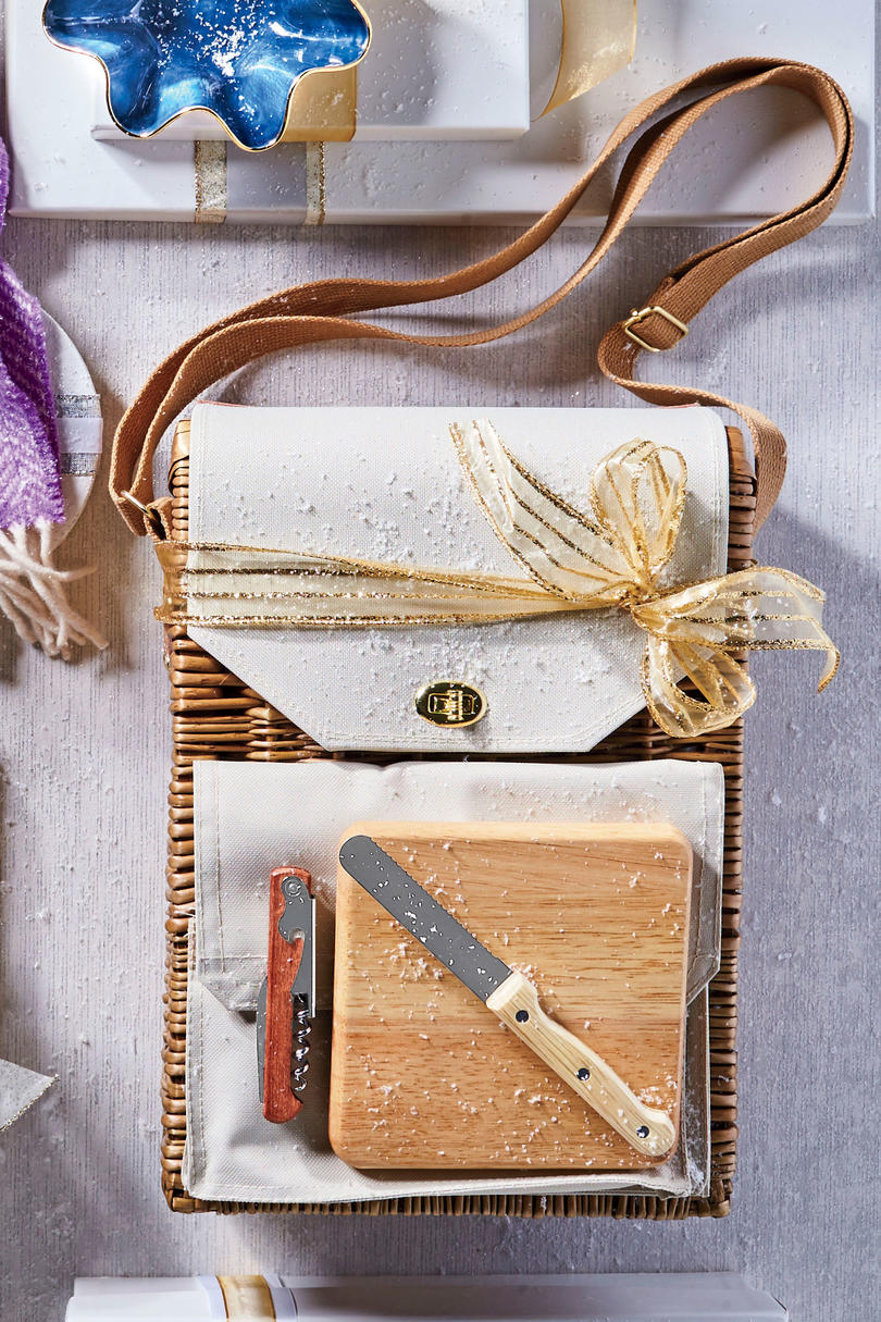 RX_1812_Trendy Gifts_Wine and Cheese Picnic Basket