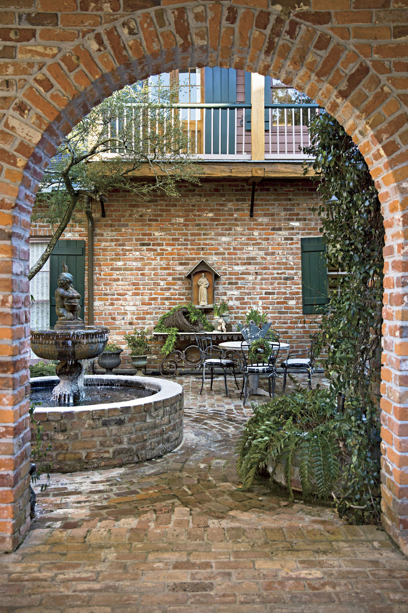 A. Hays Town Baton Rouge Courtyard