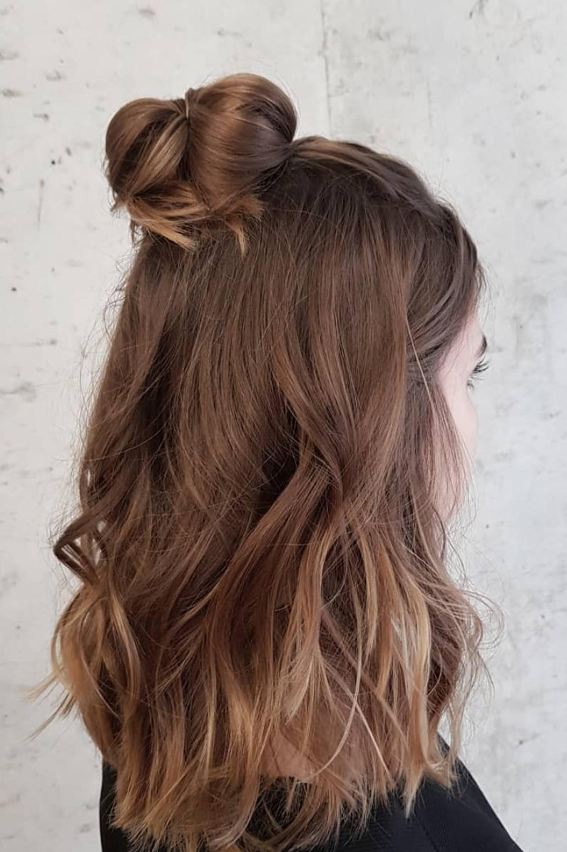 Half Up Half Down Hairstyles We Re Loving Right Now