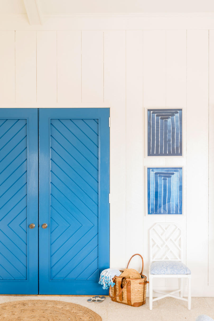The sea's preeminent hue shines on its own, but when it's paired with its super soul mate (white!), blue really soars. Designer Meg Braff spotlighted the dynamic duo by painting the patterned double doors in this Sea Island, Georgia, home an...