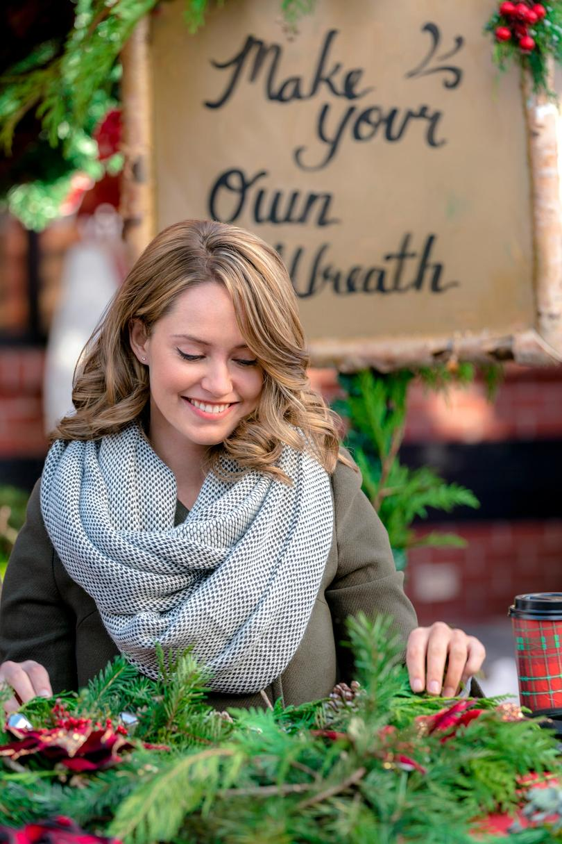 Christmas at the Palace (Nov. 21, 8 p.m. ET/PT on Hallmark Channel)