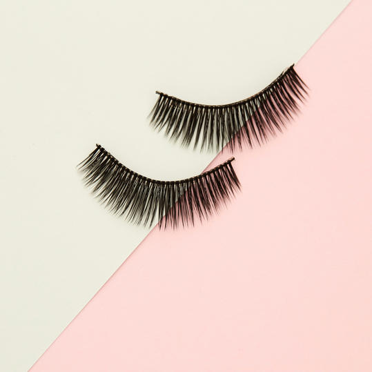 How to apply magnetic lashes?