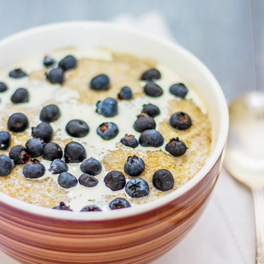 Amaranth Breakfast Cereal with Blueberries