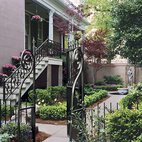 Home Design Gate Ideas: Classic Courtyards