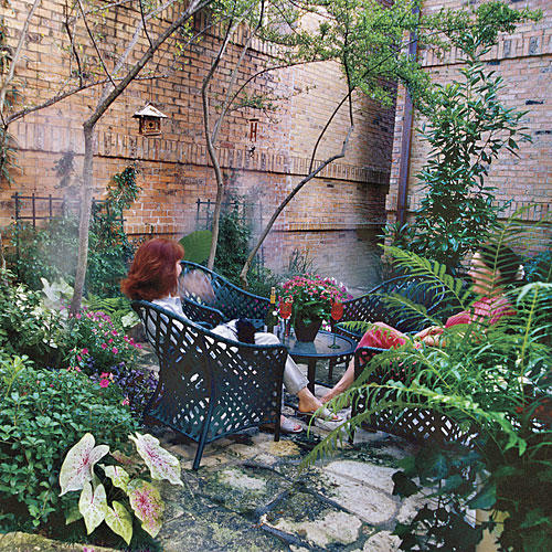 Classic courtyards southern living for Courtyard entertaining ideas