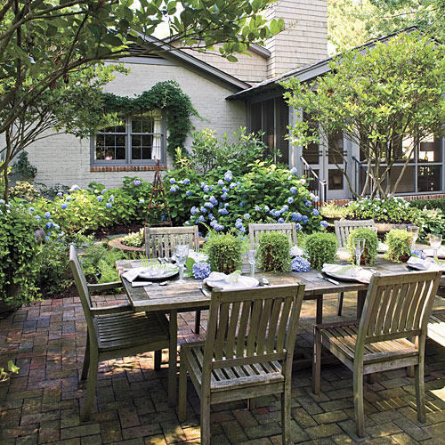 Bright Outdoor Dining Ideas